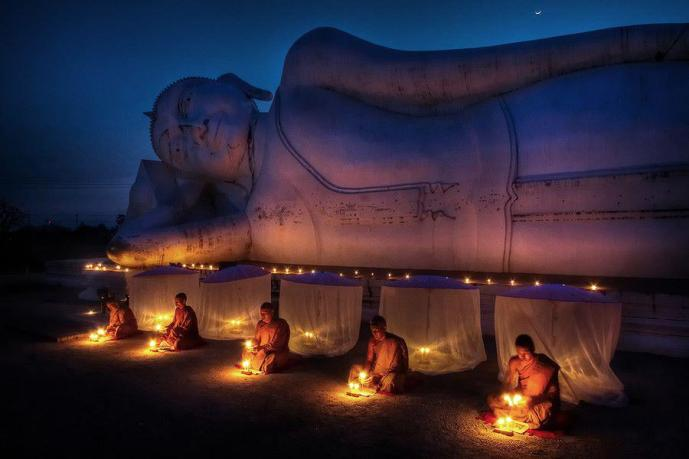 BUDDHA  candle light monks